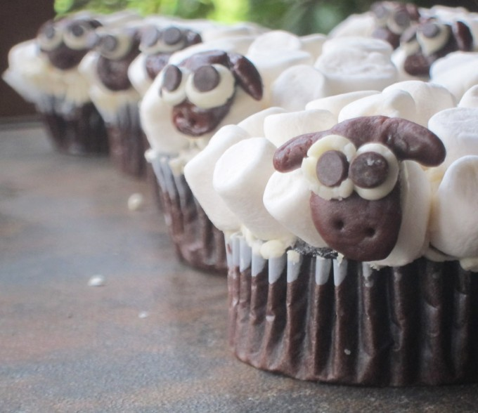 Sheep Party Cupcakes, vegan and allergen friendly