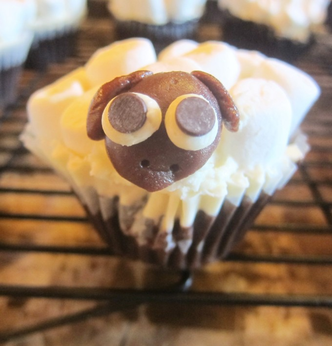 Sheep-Party-Cup-Cakes_the-one_1200